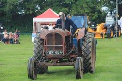 Traktorlegitimationen ståtar Arkivbilder