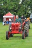 Traktorlegitimationen ståtar Arkivfoton