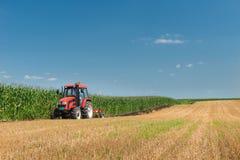 Traktorpflügen Lizenzfreie Stockbilder