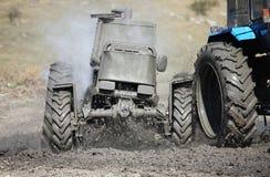 Traktorschlammlaufen Lizenzfreies Stockfoto
