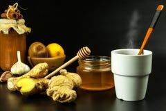 Traktowanie grypa i zimna tradycyjna medycyna Imbirowa herbata gorący napój rośliny lecznicze Domowa apteka obrazy stock