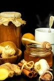 Traktowanie grypa i zimna tradycyjna medycyna Imbirowa herbata gorący napój rośliny lecznicze Domowa apteka obraz stock