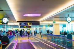 Trallevator à l'aéroport de Changi, Singapour Images stock