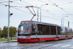 Tram alta tecnologia Skoda a Praga Fotografia Stock Libera da Diritti