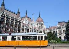 Tram & Hongaars Parlementsgebouw stock afbeelding