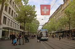 Tram auf dem Bahnhofstrasse in Zürich, die Schweiz Stockbilder
