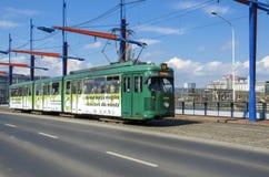 Tram auf der Brücke der Station Stockbilder