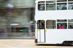 Tram avec le mouvement brouillé Photo libre de droits