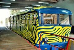 Tram bleu funiculaire sur Tibidabo photo stock