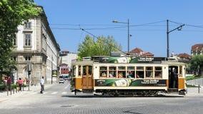 Tram d'annata nella città di Oporto, Portogallo Fotografia Stock Libera da Diritti