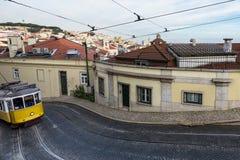 Tram dans les collines de Lisbonne Photos libres de droits