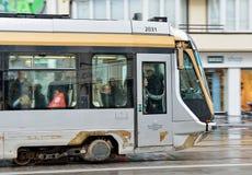 Tram de Bruxelles sur l'avenue Louise Image stock