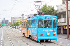 Tram de Kumamoto, Japon Photos stock