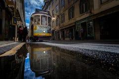 Tram in de Spiegel stock afbeeldingen
