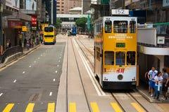 Tram dell'autobus a due piani sulla via di Hong Kong Fotografia Stock