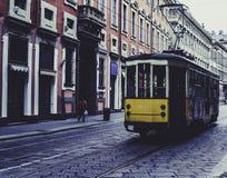 Tram in den Straßen von Mailand lizenzfreie stockfotografie