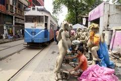 Tram an der Straße von Kumartulli Stockfoto