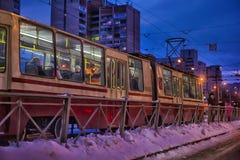 Tram in der Winternacht Stockfoto