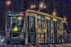 Tram in der Winternacht Lizenzfreies Stockbild
