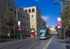 Tram di Gerusalemme nel centro della via di Giaffa Fotografia Stock