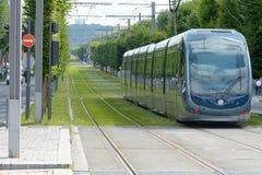 Tram die Stalingrad-einde in Bordeaux, Frankrijk verlaten royalty-vrije stock foto's