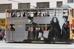Tram a due piani sulle vie di Hong Kong Fotografie Stock