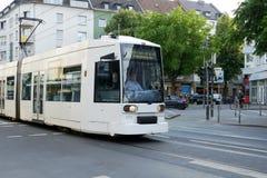 Tram in Dusseldorf, Duitsland Stock Afbeeldingen