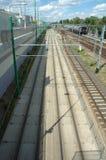Tram et voies de chemin de fer à Poznan, Pologne Photos stock