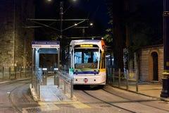 Tram herein in die Stadt in Istanbul Lizenzfreies Stockfoto