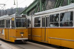 Tram jaune Budapest Hongrie photographie stock libre de droits