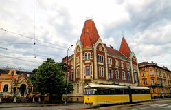 Tram jaune dans Timisoara, Roumanie Photo stock