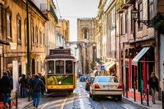 Tram jaune de Lisbonne Photo stock