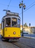 Tram jaune de Lisbonne Images libres de droits