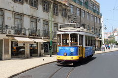 Tram 28 in Lissabon PORTUGAL 2016 Stockbilder