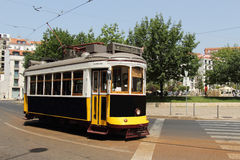 Tram 28 in Lissabon PORTUGAL 2016 Stockbild