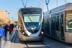 Tram moderne au centre de Rabat morocco Images stock
