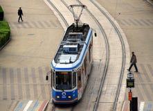 Tram moderno di Ganz a Debrecen, Ungheria fotografia stock
