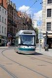 Tram moderno nel centro urbano di Nottingham fotografie stock