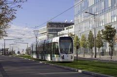 Tram moderno a Parigi immagini stock