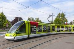 Tram moderno su una via di Strasburgo, Francia Fotografie Stock Libere da Diritti