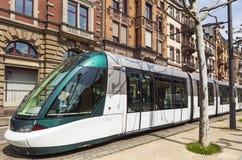 Tram moderno su una via di Strasburgo, Francia Fotografia Stock
