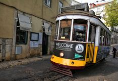 Tram Nr. 28 in Lissabon Stockfoto