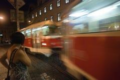 Tram op de nacht in de stad Royalty-vrije Stock Foto