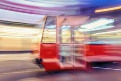 Tram op stadsstraat met onduidelijk beeldeffect in Katowice polen Royalty-vrije Stock Fotografie