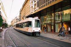 Tram op Straat in Genève royalty-vrije stock fotografie