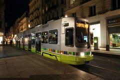 Tram in Saint-Etienne 's nachts, Frankrijk Royalty-vrije Stock Fotografie