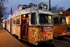Tram spécial de Noël avec les lumières de fête Photo stock