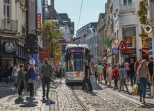 Tram sulle vie di Gand, Belgio fotografie stock