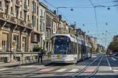Tram sur les rues de Gand, Belgique photo libre de droits