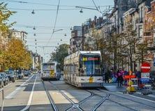 Tram sur les rues de Gand, Belgique photos libres de droits